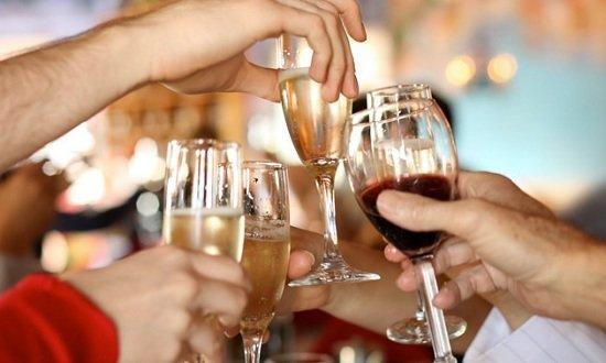 """При помощи личного алкотестера вы сможете хорошо провести время на любой вечеринке и с достоинством уйти с нее в конце """"на своих двоих"""""""