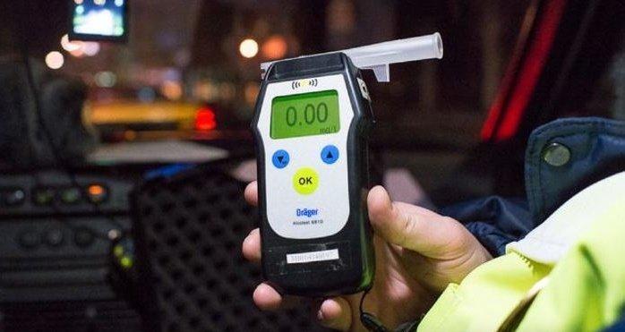 При тестовом заборе воздуха из окружающей атмосферы показания исправного прибора должны быть именно такими