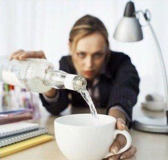 Работоспособность сотрудника может быть подорвана пристрастием к алкоголю